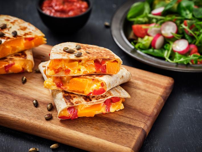 Vegetarische quesadilla met flespompoen en groenten